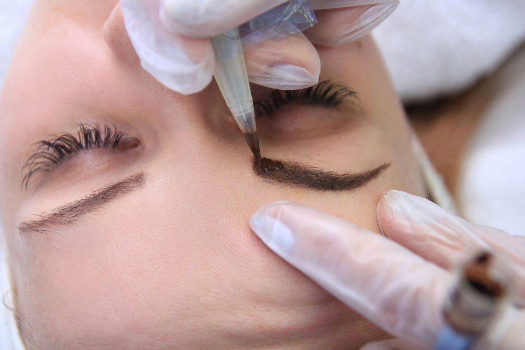 Εφαρμογή μόνιμου μακιγιάζ